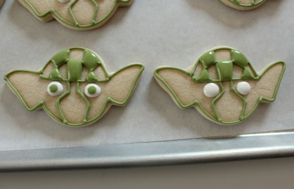 http://www.sweetsugarbelle.com/2012/03/yoda-cookies/