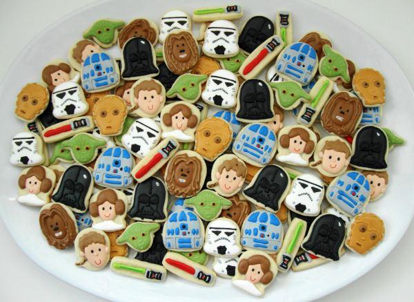 http://www.sweetsugarbelle.com/blog/wp-content/uploads/2012/05/Star-Wars-Mini-Cookies.jpg