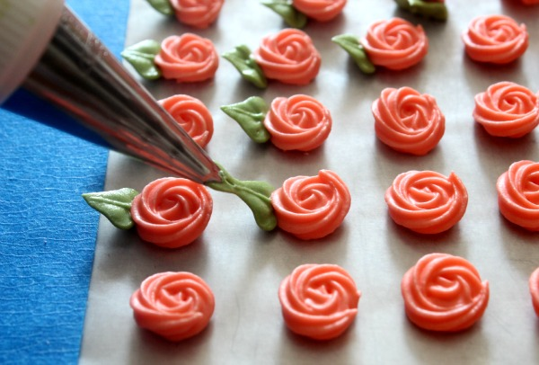 how to make royal icing flowers for wedding cakes simple swirl roses the sweet adventures of sugar 15982