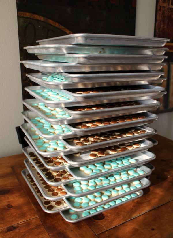 serial cookie baker bun pan rack