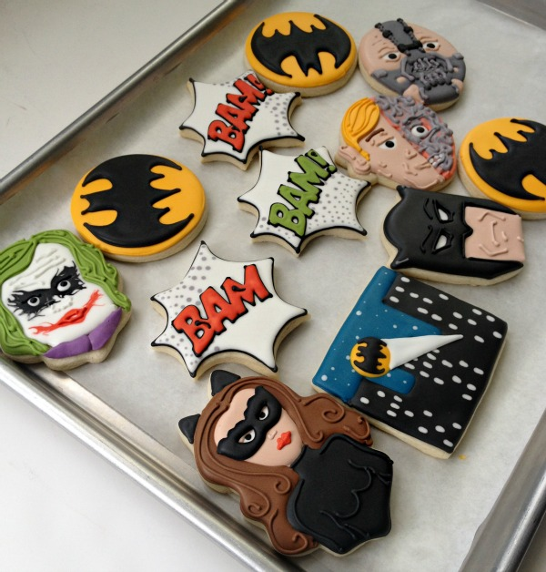 http://www.sweetsugarbelle.com/2012/11/easy-batman-cookies/