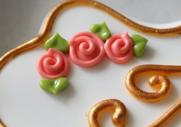 Simple Royal Icing Roses 4