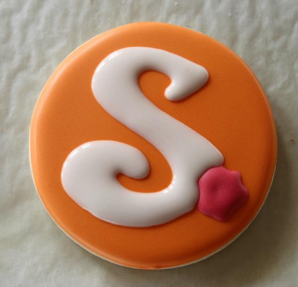 Rose Monogram Cookie 4