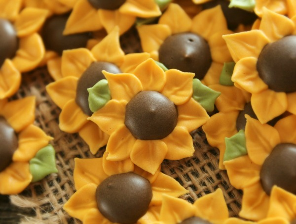 Royal Icing Sunflowers_Sweetsugarbelle