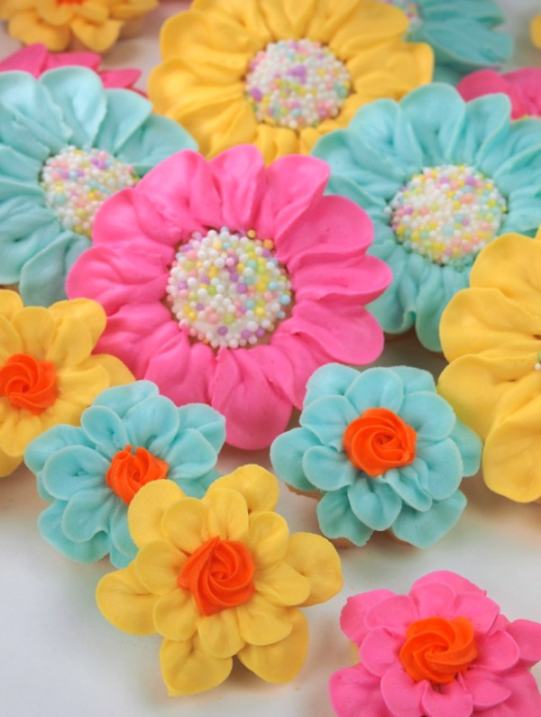 Bright and Pretty Daisy Cookies by Cookie Vonster