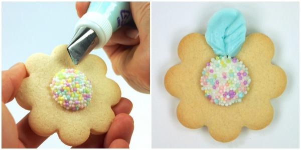 Daisy Cookies with Petal Tip