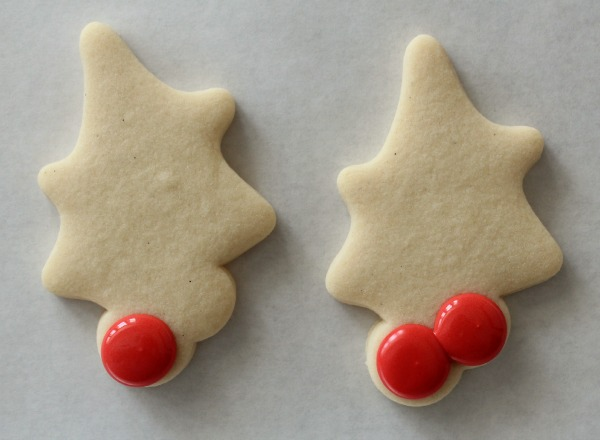 Decorated Holly Cookies 2
