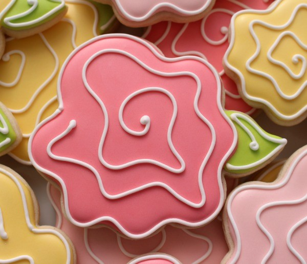 Easy Decorated Rose Cookies for Mother's Day
