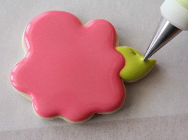 How to decorate whimsical rose cookies