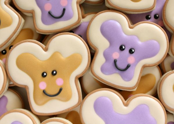 Cute Kawaii Peanut Butter and Jelly Cookies via Sweetsugarbelle.com