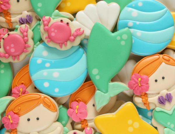Easy mermaid tail cookies in four easy steps via Sweetsugarbelle.com