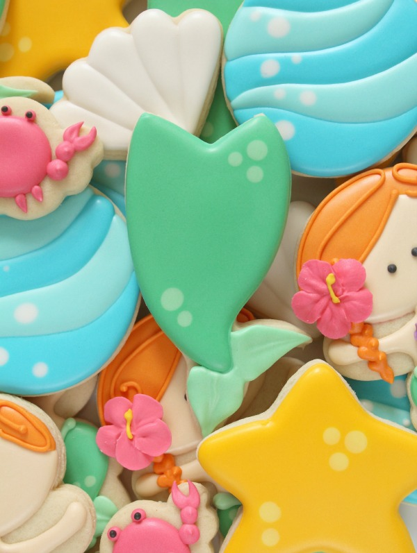 How to make easy mermaid tail cookies in four easy steps via Sweetsugarbelle.com