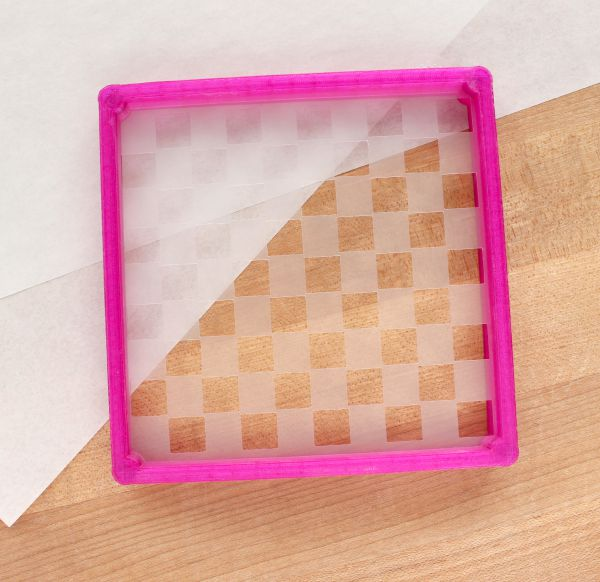 How to use the Stencil Genie to airbrush cookies via Sweet Suagrbelle blog