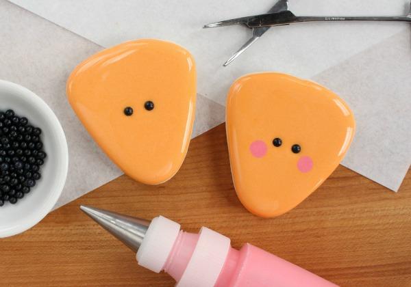 How to Make Happy Pie Slice Cookies via Sweetsugarbelle blog