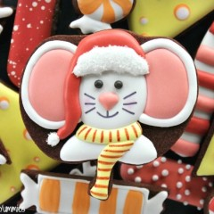 Decorated Christmas Mouse Cookies by Yankee Girl Yummies, featured on Sweetsugarbelle.com