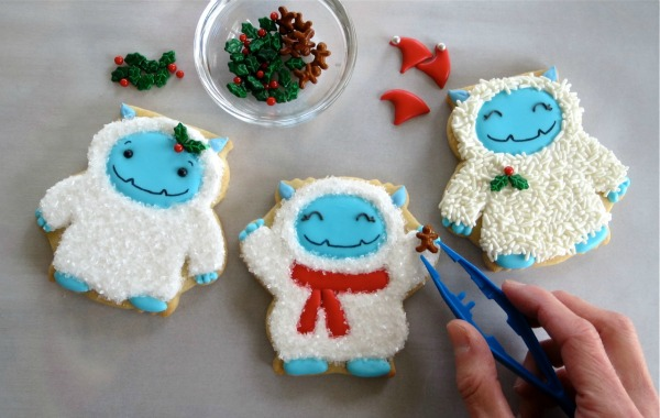 How to make Yeti Cookies with Melissa Joy via the Sweetsugarbelle blog